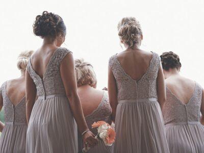 Bridesmaid dress shopping, fun tips to follow when shopping with your bridesmaids. Here are tips on what to wear for bridesmaid shopping #bridesmaids #shoppingtips