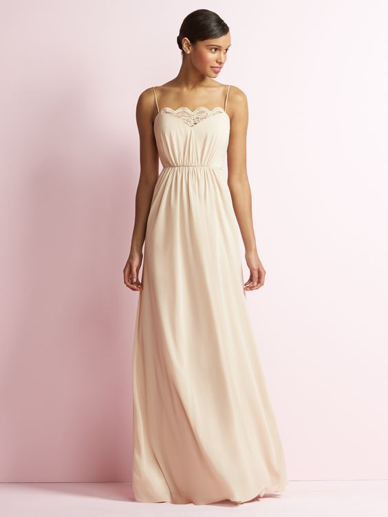Searching for the perfect bridesmaid dresses? Follow these tips for the best bridesmaid dress shopping tips. The best outfit for bridesmaids #bridesmaids #whattowear