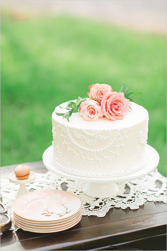 elegant wedding cake ideas. Unique Romantic and Elegant Wedding Cake Trends for Brides. Rustic wedding cakes. Vintage wedding cake. Single tier wedding cakes. single tier wedding ideas. Simple wedding cake ideas. Single tier wedding trends. #weddingcakes #uniqueweddings #weddingplanning