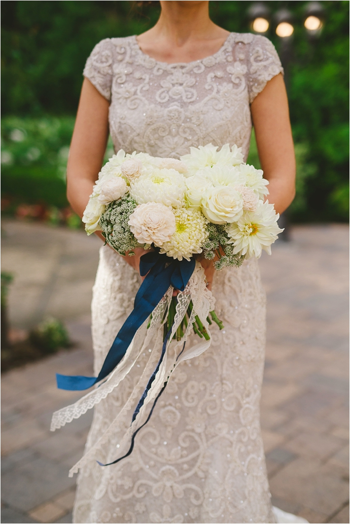 Romantic wedding inspiration. Navy blue and white wedding inspiration. Wedding tips for planning weddings.