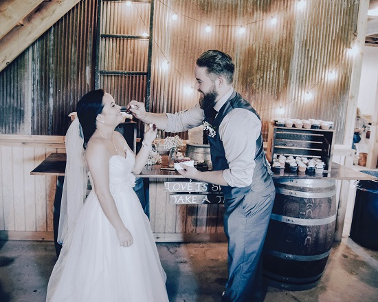 how to plan a wedding in a barn