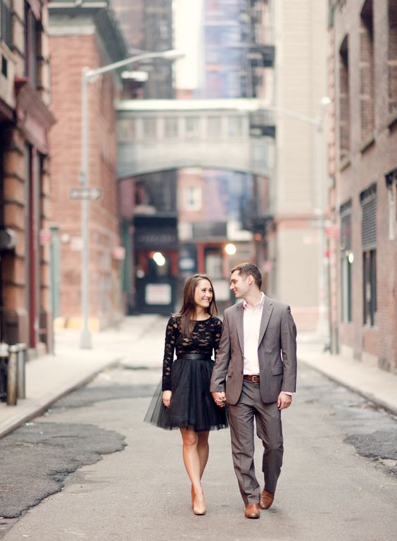 Unique Engagement Photo ideas. How to plan a unique and creative engagement shoot. 25 of the best engagement photos found on Pinterest. Creative engagement photoshoot. A stylish engagement session. How to style and elegant engagement session. The best engagement photos on Pinterest.
