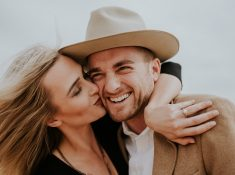 Unique Engagement Photo ideas. How to plan a unique and creative engagement shoot. 25 of the best engagement photos found on Pinterest. Creative engagement photoshoot