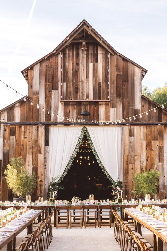 rustic barn wedding. rustic outdoor wedding reception. rustic outdoor wedding ideas that are unique. Rustic wedding decoration ideas. Rustic decorations on a budget. Rustic wedding planning ideas. Rustic decorations for a wedding. Cheap rustic wedding ideas. Outdoor wedding ideas on a budget. DIY outdoor wedding ideas. #rusticwedding
