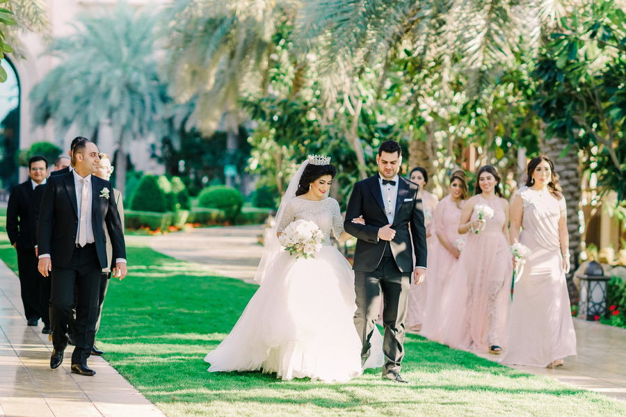 Luxury Persian Wedding at the four seasons resort in Dubai. A gorgeous white and pink wedding. Planning a blush and elegant wedding. A beautiful Persian wedding. How to plan a beautiful and elegant wedding on a budget. #weddingplanning #elegantwedding #blushwedding The wedding haven