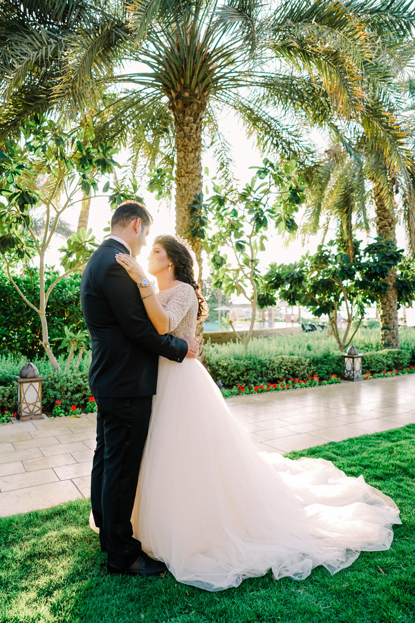 A gorgeous white and pink wedding. Planning a blush and elegant wedding. A beautiful Persian wedding. How to plan a beautiful and elegant wedding on a budget. #weddingplanning #elegantwedding #blushwedding The wedding haven