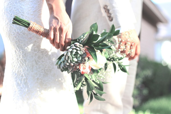 Frugal bride. Frugal living ideas. Saving tips. How to plan a frugal wedding