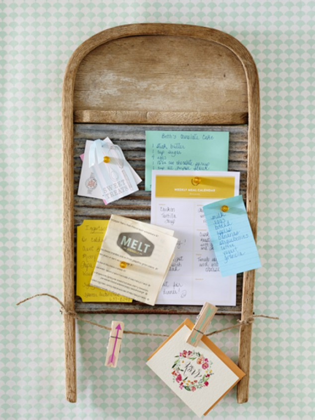 Bulletin washboard for your wedding. DIY Farmhouse Birch wood candle wood holder wedding centerpiece for a rustic wedding. DIY Farmhouse decor ideas for the home that can be used for inspiration to plan your wedding. DIY Rustic wedding decor ideas that you can steal from farmhouse decorations to inspire your style. Farmhouse modern decor ideas to use for your wedding inspiration #modernhomedecor #farmhousedecor #rusticwedding #decorideas