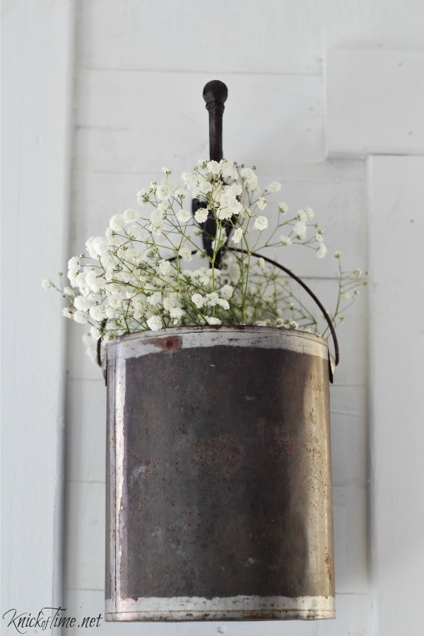 DIY Hanging Flower Holder. Elegant farmhouse decorations. Farmhouse decor ideas to inspire your wedding. DIY Farmhouse decor ideas for the home that can be used for inspiration to plan your wedding. DIY Rustic wedding decor ideas that you can steal from farmhouse decorations to inspire your style. Farmhouse modern decor ideas to use for your wedding inspiration #modernhomedecor #farmhousedecor #rusticwedding #decorideas.