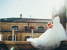 What exactly does a wedding planner do. Here a few amazing reasons why you should hire a wedding planner. A wedding planner has a lot of duties that will help you plan the perfect wedding day. What can you really expect from your wedding planner? Click over to find out #weddingplanner #weddingcoordinator #hireaweddingplanner #weddingmanager #eventplanner