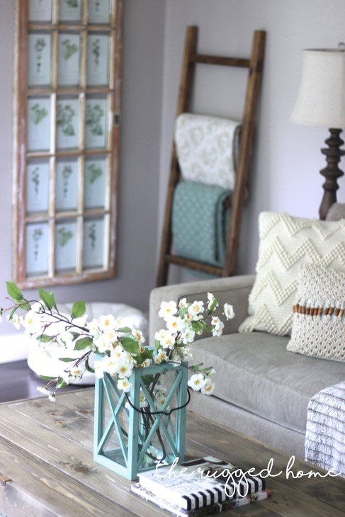 Farmhouse Chic Decor Ideas. DIY Farmhouse decor ideas for the home that can be used for inspiration to plan your wedding. DIY Rustic wedding decor ideas that you can steal from farmhouse decorations to inspire your style. Farmhouse modern decor ideas to use for your wedding inspiration #modernhomedecor #farmhousedecor #rusticwedding #decorideas
