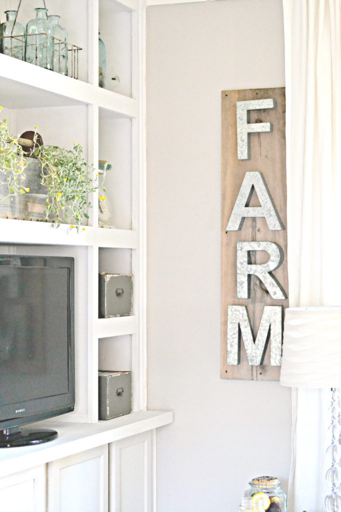 metal letter wedding sign.DIY Farmhouse decor ideas for the home that can be used for inspiration to plan your wedding. DIY Rustic wedding decor ideas that you can steal from farmhouse decorations to inspire your style. Farmhouse modern decor ideas to use for your wedding inspiration #modernhomedecor #farmhousedecor #rusticwedding #decorideas