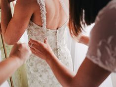 Wedding trends we wish would comeback. Check out these amazing wedding ideas that you should use for your wedding. If you are looking for wedding dresses and wedding veils that look great check this post. #weddingtrends #weddingideas