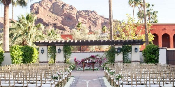 wedding at Montelucia Resort & Spa, Scottsdale, Arizona. The best wedding venues in the World. Find the best places to get married in Canada. We have rounded up the best wedding venues in Canada #weddingvenues #weddingsincanada