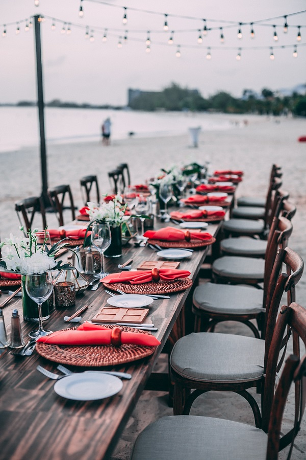 Wedding trends 2019. Here are a few wedding trends you will be seeing in the new year. Use these wedding trends to spice up your wedding