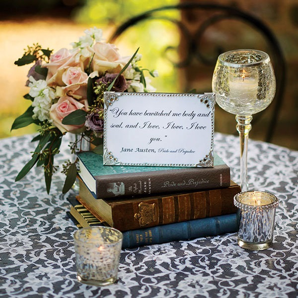 Here is an amazing vintage wedding centrepiece idea for your themed wedding! #vintagewedding