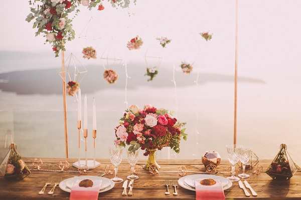 Here are a few vintage wedding ideas that will not break the bank. Looking for vintage weddings to help inspire your big day? Here is 10 ideas to help plan your vintage wedding on a budget #vintageweddings #themedweddingideas
