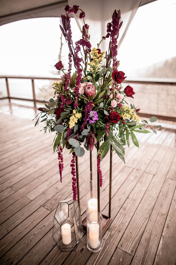 rustic outdoor wedding decor idea