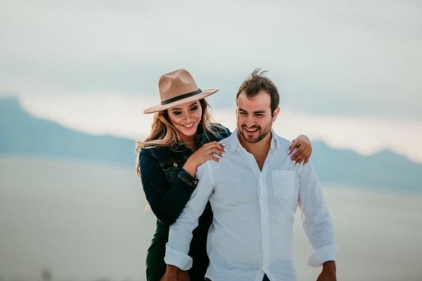 gorgeous travel blogger