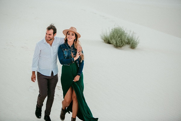 romantic moment with amazing travel blogger