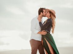 travel bloggers capture romantic moments