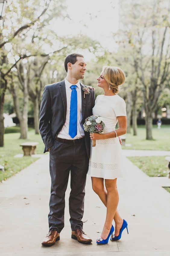 Getting married at a courthouse, here are tips you should know to have a fabulous wedding! Not sure what to wear at a courthouse wedding? Check this out! #courthousewedding