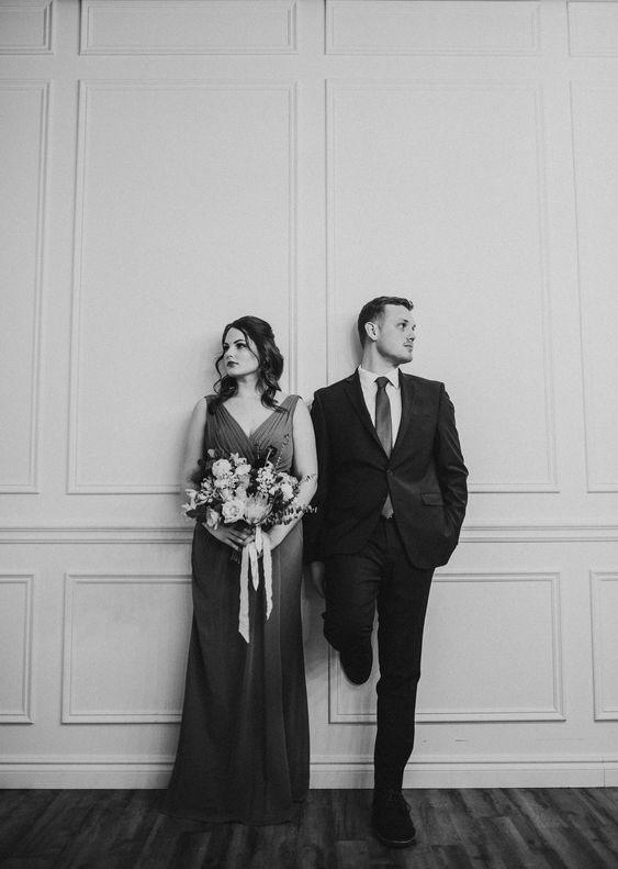 Perfect symmetrical wedding photos! Check out this gorgeous black and white wedding inspiration #weddingphoto
