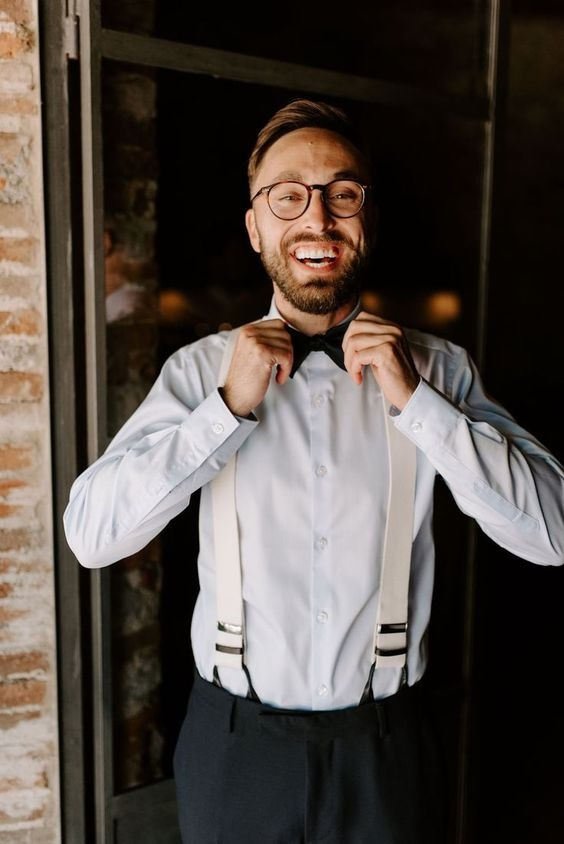 Here is a shot of the groom getting ready. If you are looking for ideas for the groom getting ready photos ideas, this should help #groom #groomsmen