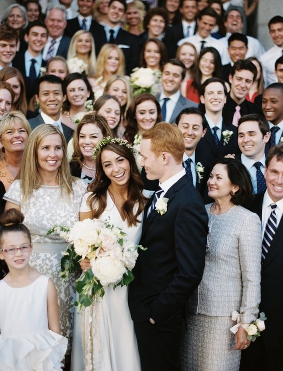 Epic wedding photo ideas that include the guest!