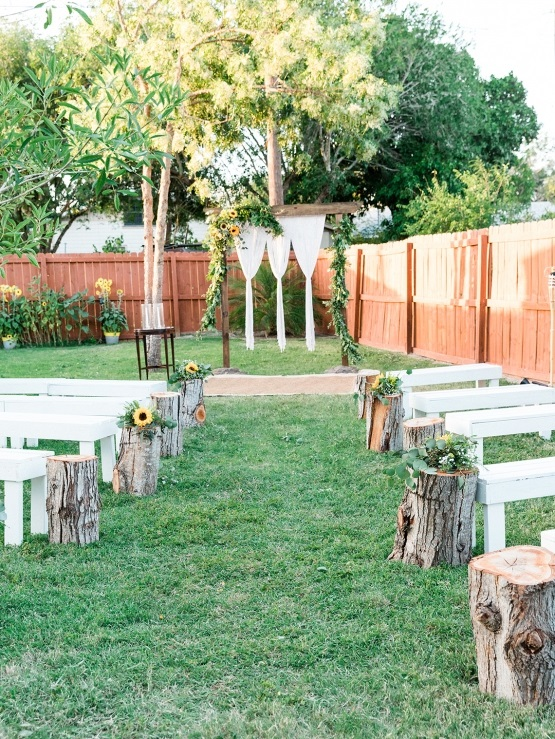intimate backyard ceremony wedding decor