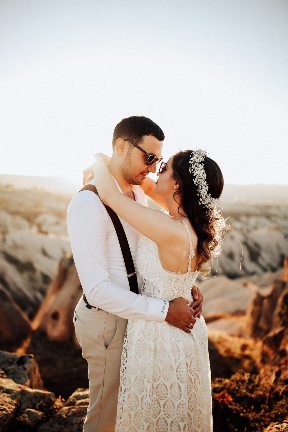 Subtle Signs He Likes You More Than A Friend! 7 Obvious Signs He Likes You How to Tell if A Guy Likes You, But is Trying Not to Show it. Signs a guy likes you more than a friend, It is however important to watch out for players.